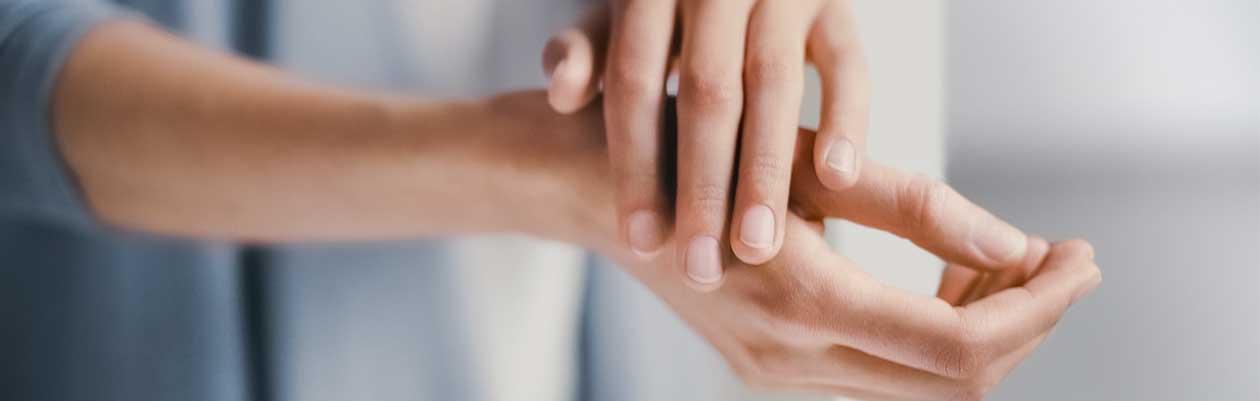 Zarte Hände in rauen Zeiten – mit den Dr.Hauschka Handcremes
